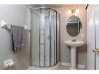 1A51 Robson Ct-MLS_Size-018-10-Main Bathroom-533x415-72dpi
